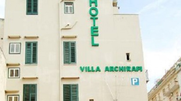 donna morta hotel archirafi, Palermo, Cronaca