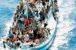 Barcone a picco, annegati 150 clandestini