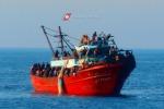 Gommone naufraga al largo della Libia, recuperati 10 corpi