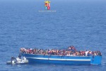 Barcone verso Catania, sospetto caso di malattia infettiva