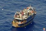 Immigrazione, una bimba nasce su una nave militare