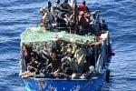 Portopalo, barcone in difficoltà: 150 migranti trasferiti su due motovedette