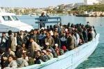 """Immigrazione, la """"barca dei ragazzini"""" al Porto Grande"""