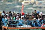 """""""Nato sul barcone e gettato in mare"""", il drammatico racconto di una donna eritrea"""