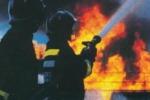 Brucia vallata a Termini Imerese In fiamme pure deposito di rifiuti