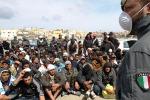 """Lampedusa, Oms: """"Alto il rischio di epidemie"""""""