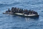 Lampedusa, soccorso gommone con 85 migranti