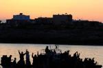 Migliaia di tunisini pronti a partire