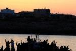 Lampedusa, un migliaio di migranti verso Taranto