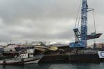 Lampedusa, stop agli sbarchi: inizia la rimozione dei barconi
