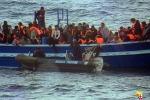 Lampedusa, tredici barconi in difficoltà: soccorsi più di 1200 immigrati