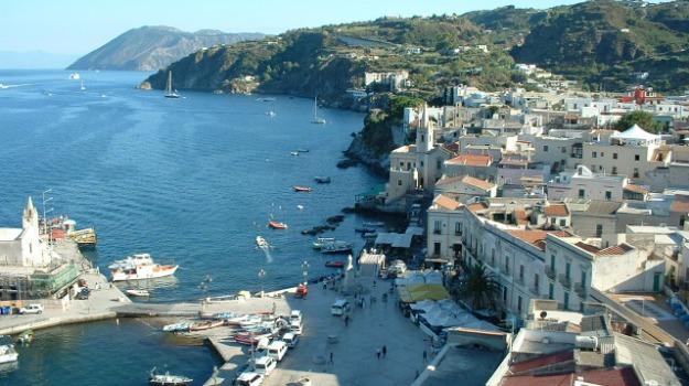 porto turistico lipari, Messina, Economia