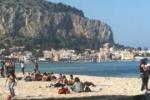 Una siringa nella spiaggia di Mondello
