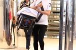 Melissa Satta, shopping a Milano con il piccolo Maddox