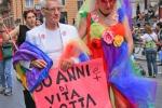 Caccia al look sui carri del Pride: tutte le tendenze per le parate