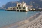 Palermo, parte del lungomare di Mondello chiuso al traffico