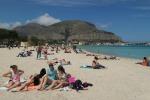 Sole e caldo a Palermo, primi bagni a Mondello