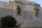 Siracusa, Monumento ai caduti: segnalati i «writers»
