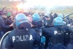Niscemi, scontri durante il corteo contro il Muos: feriti un poliziotto e una attivista