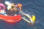 """Tragedia Lampedusa, recuperati altri tre corpi: """"Bimbi tenuti a galla dagli altri naufraghi"""""""