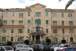 Poco personale all'ospedale «Civile» di Ragusa, lunghe code per il ticket