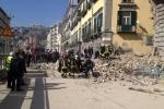 Crolla una palazzina a Napoli: nessun ferito