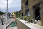 Rubano in un bar e fanno esplodere palazzo, tre feriti a Roma