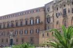 Protestano i precari, Palazzo dei Normanni sotto assedio