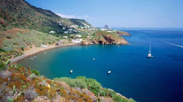 Yacht scogli Panarea, Messina, Cronaca