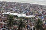 Brasile, folla oceanica sulla spiaggia di Copacabana: in 3 milioni per la messa del Papa