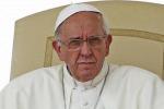 """Naufragio di Lampedusa, il papa su Twitter: """"Preghiamo Dio per le vittime"""""""