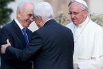 """L'appello di Papa Francesco: """"Pregate per la pace in Medioriente"""""""