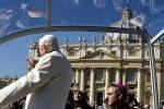 """In 150 mila per l'ultima udienza del Papa: """"Non abbandono la croce"""""""