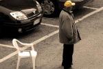 Posteggiatori abusivi al mercato di Pian del Lago a Caltanissetta: pugno duro delle forze dell'ordine