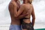 Paris Hilton, baci appassionati sulla spiaggia di Malibù