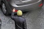 Palermo, multe di mille euro per 16 parcheggiatori abusivi