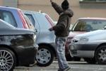 Giro di vite contro i parcheggiatori abusivi