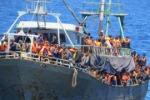 Gommone in difficoltà, soccorsi 97 migranti Previsto sbarco al porto di Pozzallo