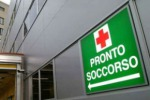 Lunga attesa al pronto soccorso, botte all'infermiere