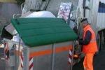 Motoape guaste, rispunta l'immondizia a Piazza