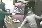 «Ritira i soldi in banca e lo inseguono» Un ferito a colpi di pistola a Paternò