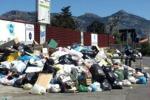 Mercatino, proteste per l'immondizia