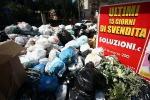 La città si è svegliata tra i rifiuti, raggiunta l'intesa coi lavoratori