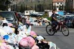Emergenza rifiuti nel Palermitano, ancora incendi