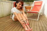 Estro siciliano per look esotici: sandalo da piede nudo e kimono