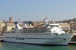 A Lampedusa una nave più grande Ma si attendono le autorizzazioni