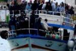 Migranti, centro d'accoglienza in difficoltà a Lampedusa