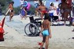 Spiaggia senza barriere a Castellammare grazie ai volontari