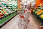 Casse vuote al supermercato, banditi portano via i prosciutti