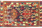 Estate, non si rinuncia ai tappeti: piacciono i Kilim: piccoli e colorati